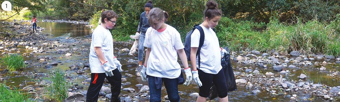 1 / Les jeunes ont été très actifs et impliqués lors du nettoyage des berges à l'occasion du week-end écocitoyen.