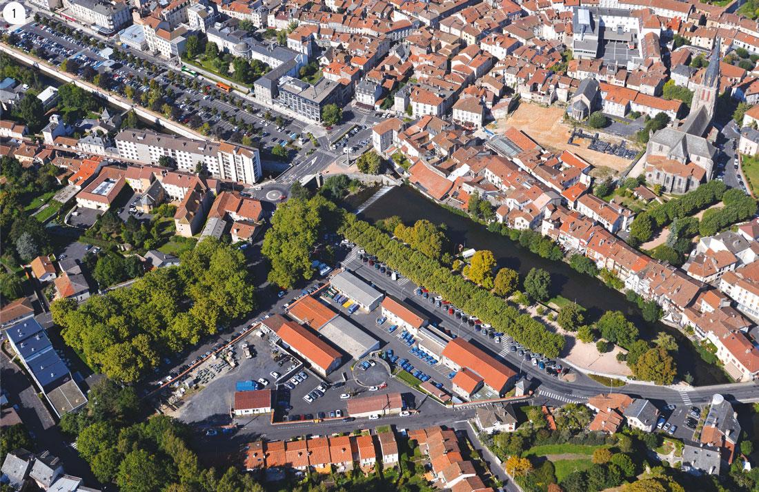 1 / Vue aérienne de la friche industrielle le long du cours d'Angoulême.