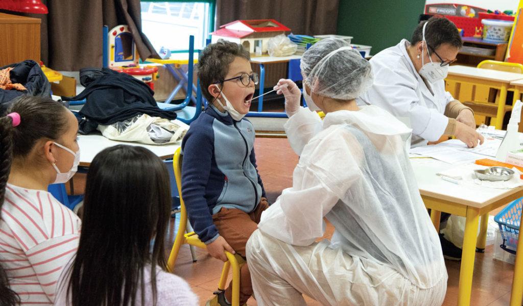 Des tests salivaires peuvent être effectués dans les écoles avec l'autorisation des parents.